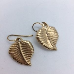 21/15 New Dainty Hanging Gold Leaves